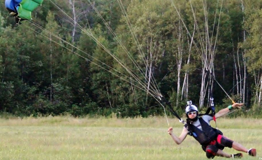 Canopy piloting (Swooping)
